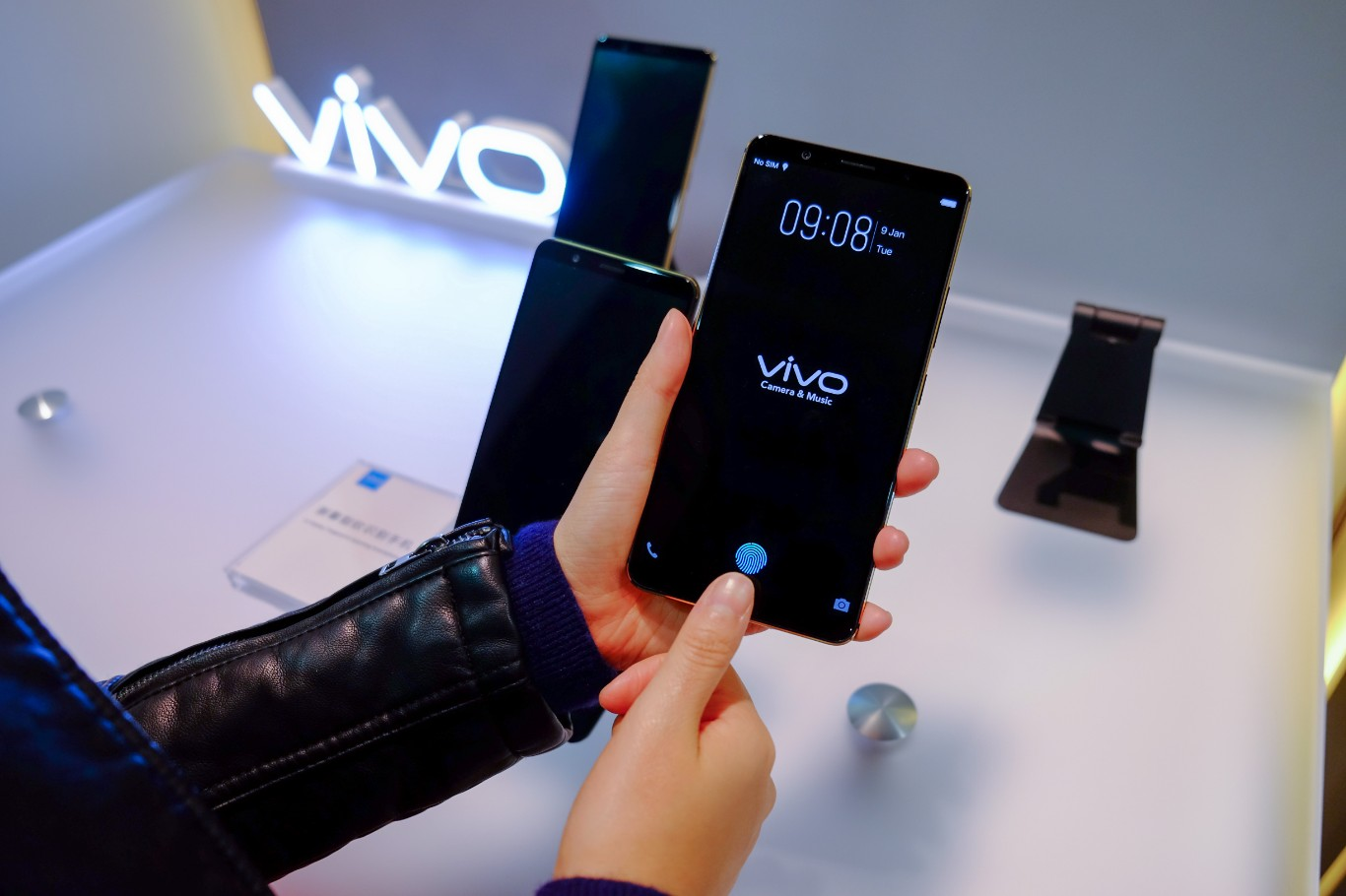 VIDEO - Here is the in-screen fingerprint scanner in action 1