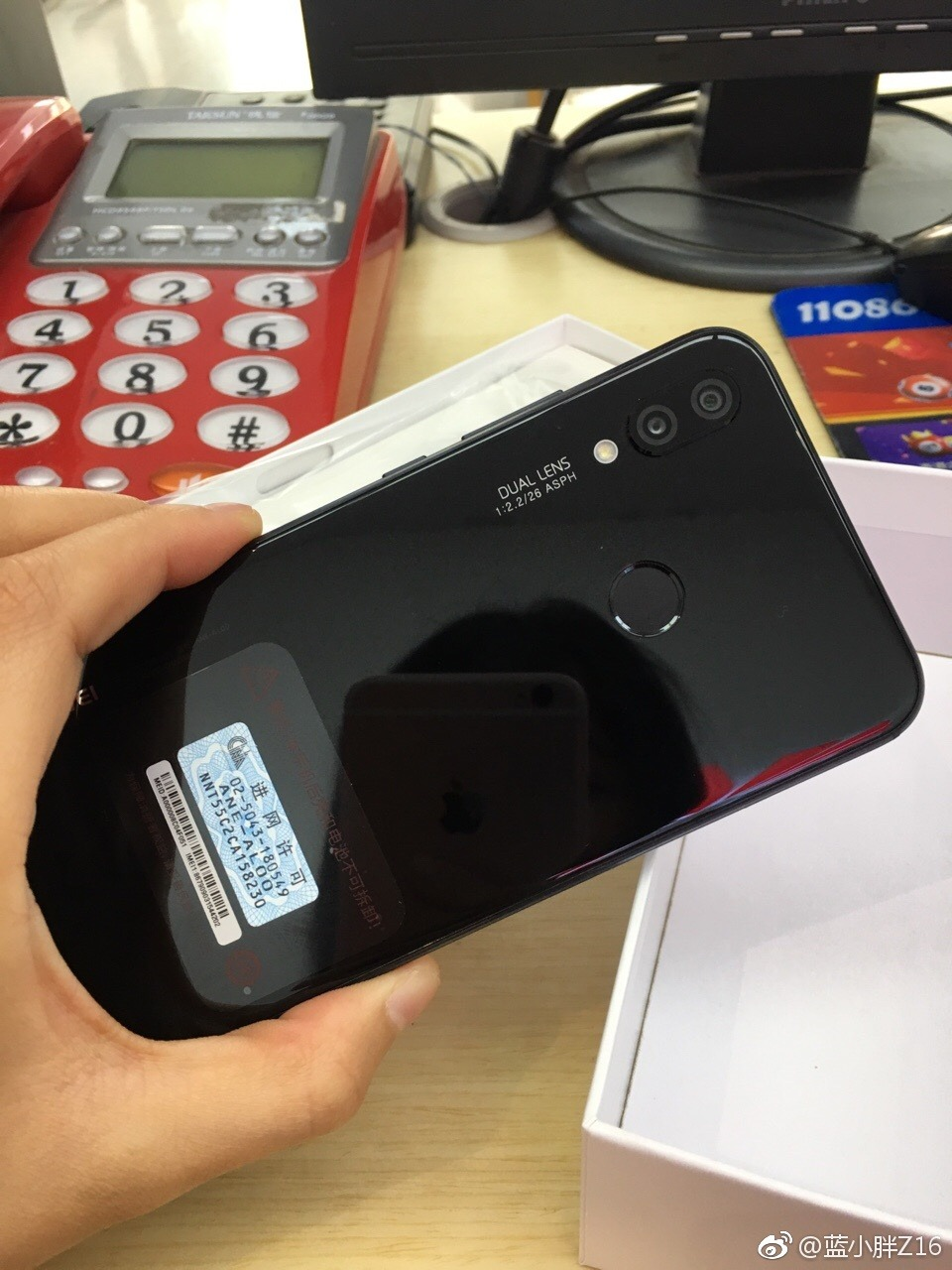 Huawei P20 Lite in midnight black shows up in hands-on images 1